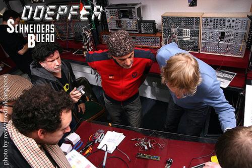 Dieter D�pfer im Schneidersladen